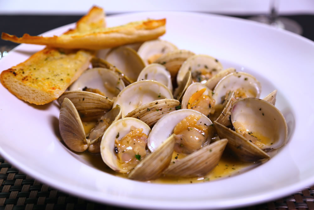 Fortun's Kitchen + Bar - Drunken Clams